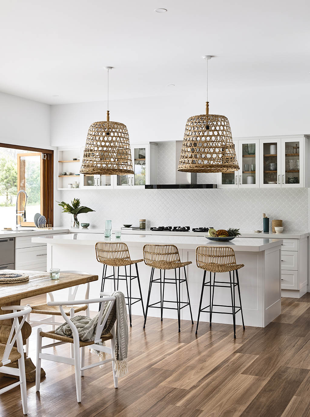 coastal-style-white-kitchen
